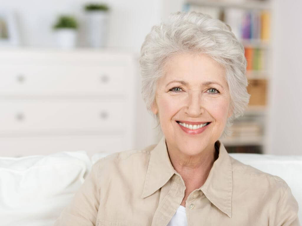 I capelli bianchi tra estetica e maturità