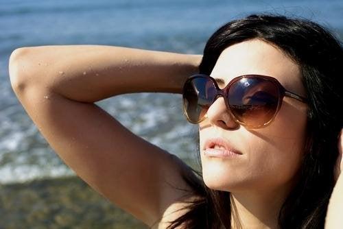 abbronzarsi in spiaggia