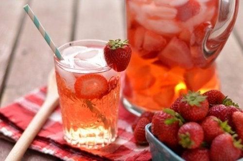 Acqua di fragole e limone