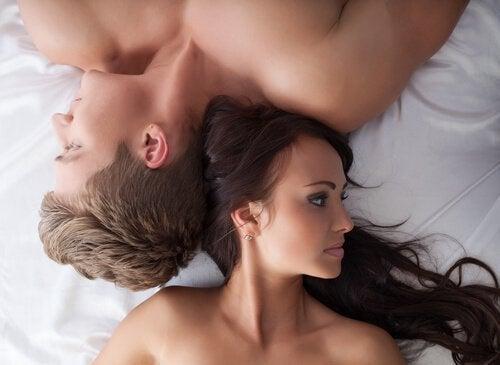 Coppia nel letto con problemi