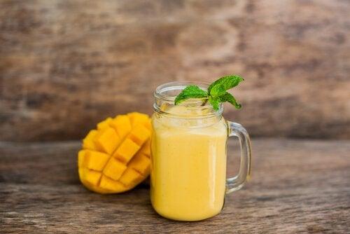 Frullato arancione di mango