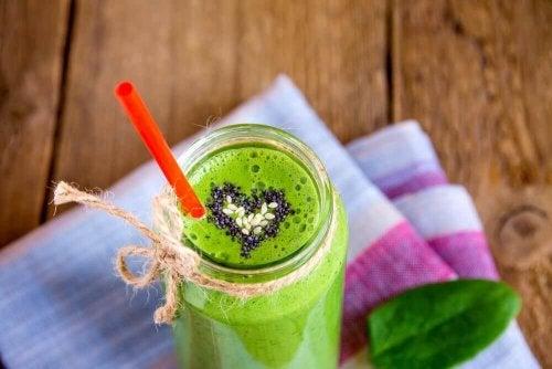 Frullato verde con cuore