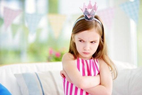 Bambina con sindrome del bambino viziato