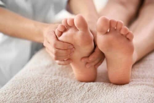 Alleviare il dolore al tallone: 6 rimedi naturali