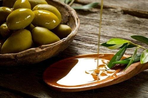 Olive e olio extravergine d'oliva
