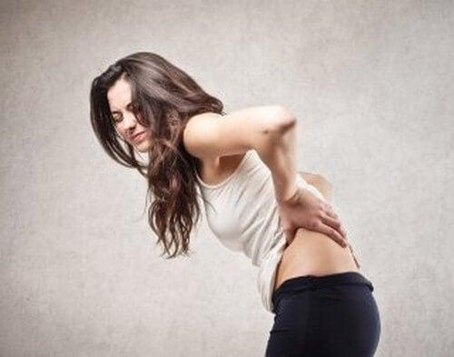 Mal di schiena a causa di diversi problemi di salute