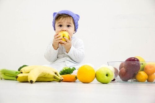 La migliore frutta per lo svezzamento dei bambini