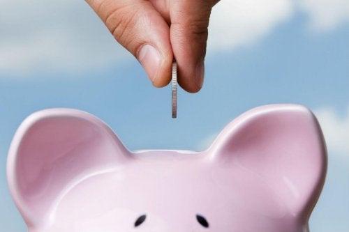 si consiglia di risparmiare ogni mese il 10% dello stipendio