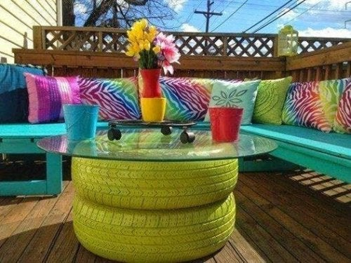 Tavolo da caffè con pneumatici dipinti