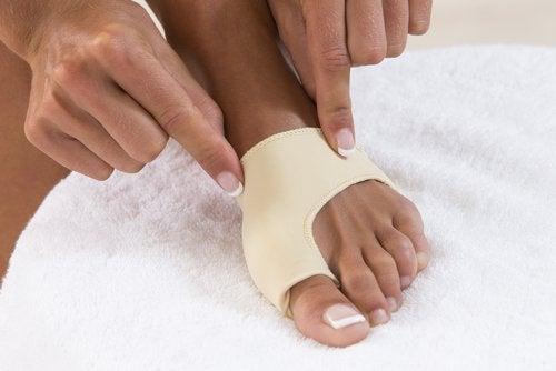 Bende elastiche contro l'alluce valgo