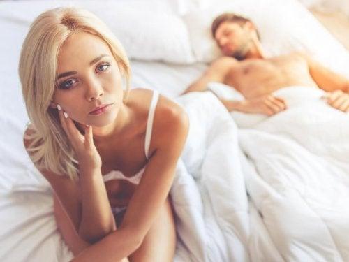 Coppia a letto con problemi