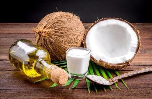 latte di cocco e oli essenziali