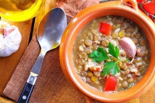 Zuppa di lenticchie, kale e patata americana