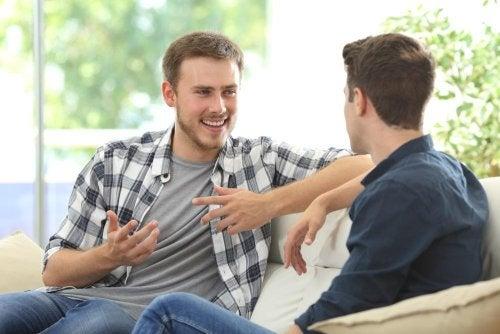 Amici che discutono