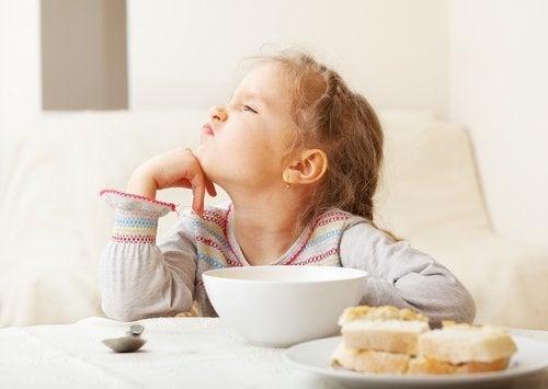 Bambina non vuole mangiare
