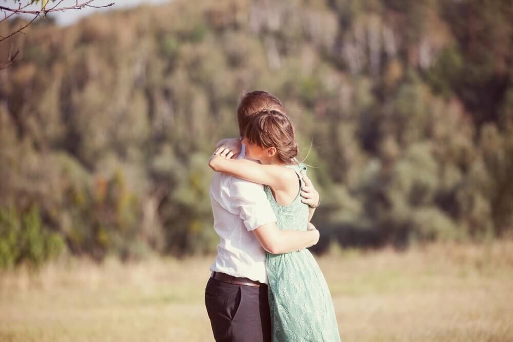 6 sorprendenti benefici degli abbracci che non conoscevate