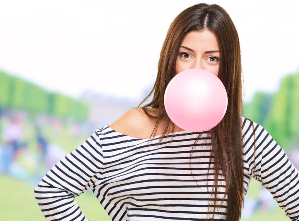 Cosa succede al corpo quando mastichiamo una gomma?