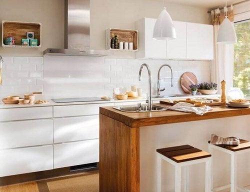 Cucina a tonalità chiare