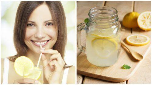 Donna che beve succo di limone