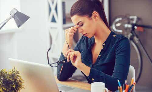 La secchezza oculare in menopausa: a cosa si deve?