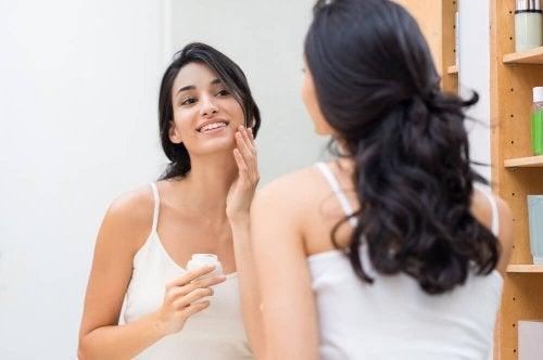 Idratare la pelle: 5 efficaci metodi per farlo