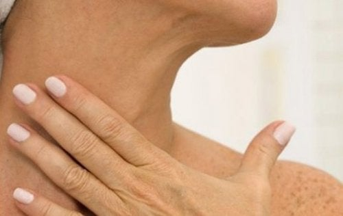 Eliminare le rughe del collo