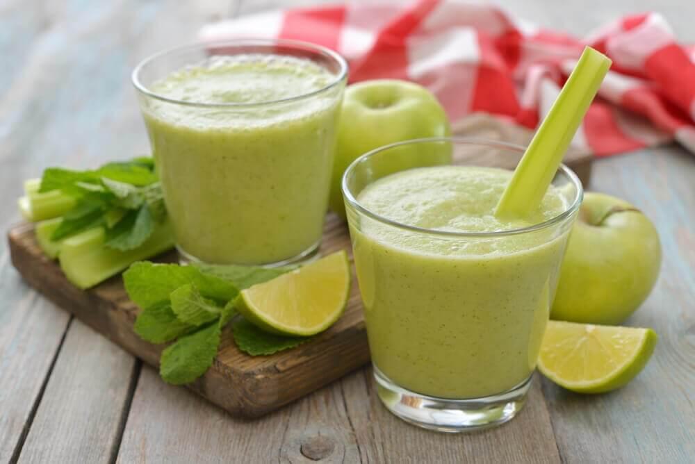 Frullato al sedano e mela verde