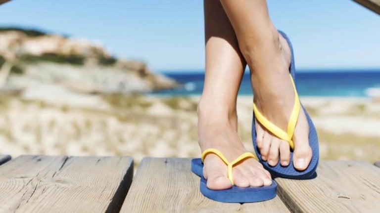 Infradito e possibili problemi ai piedi
