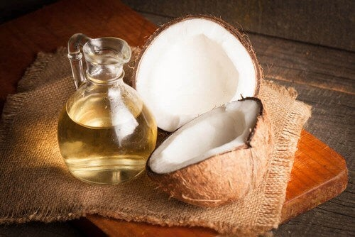Latte e olio di cocco.
