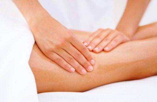 Massaggi per tonificare le cosce