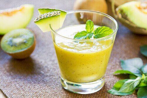 frullato con melone, cannella, zenzero e stevia