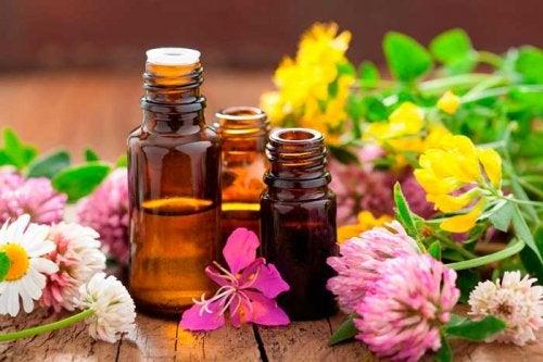 Oli naturali e fiori