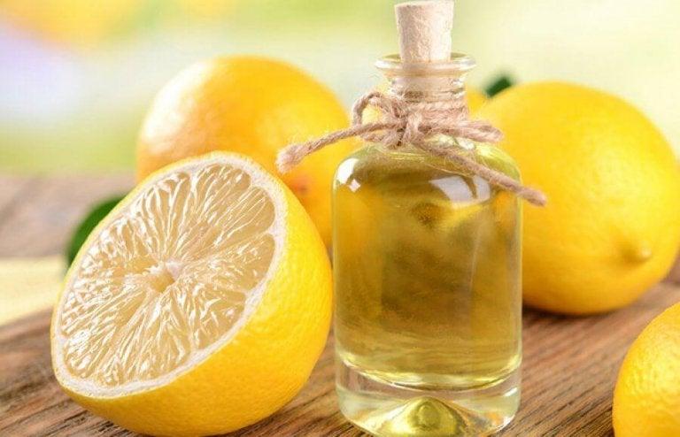 Olio essenziale di limone fai-da-te