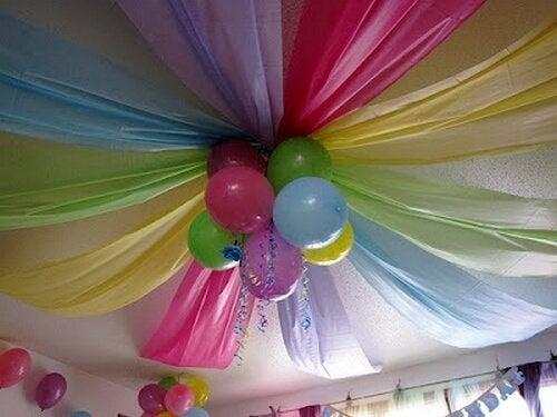 Palloncini e teli colorati