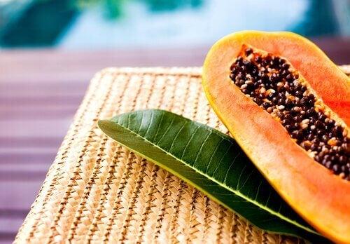 Papaya divisa a metà