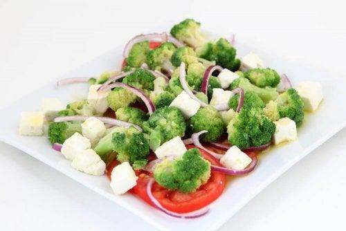 Piatto di verdure al vapore