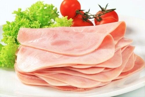 Prosciutto di tacchino pomodori e insalata.