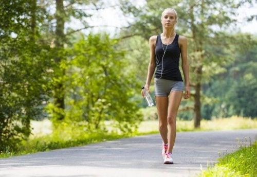 Sport e salute: i benefici di una camminata al giorno
