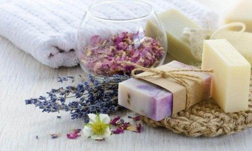 3 saponi naturali fatti in casa vivere pi sani - Detersivi naturali fatti in casa ...