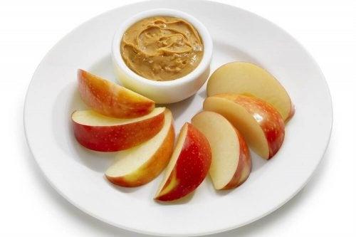Snack mela e burro d'arachidi