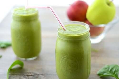 Succo alla mela verde.