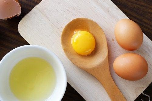 Uova e maschere per capelli