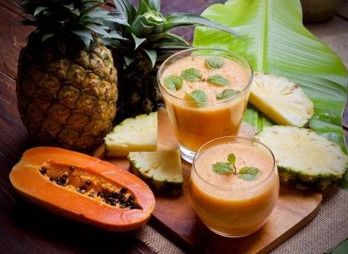 Frullato di ananas e papaya