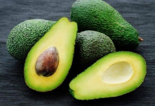far crescere i capelli con l'avocado