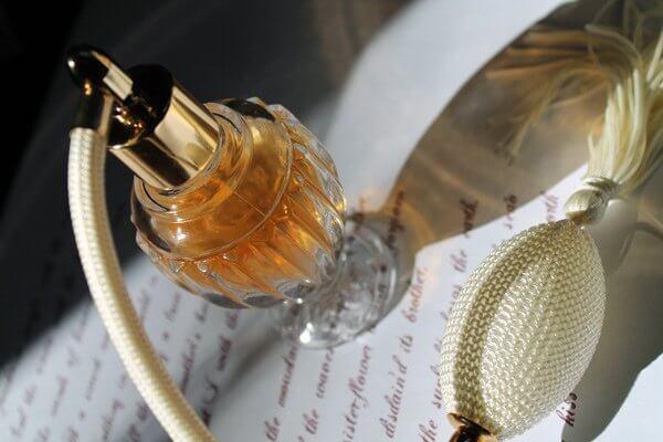 Riciclare le boccette di profumo: semplici idee per la casa