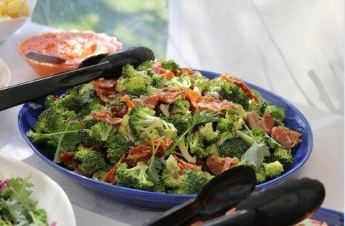 Broccoli al forno con prosciutto: ricetta deliziosa e facile