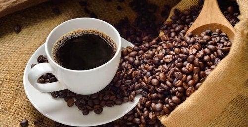 l'aroma del caffè è in grado di eliminare l'odore di muffa