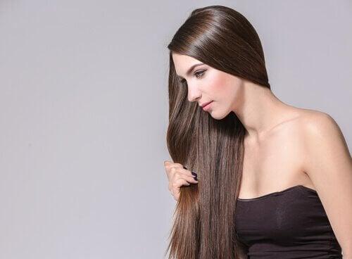 Erbe e spezie che favoriscono la crescita dei capelli - Vivere più sani aa948a1acdbb