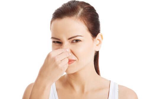 Eliminare i cattivi odori in casa con 2 ingredienti