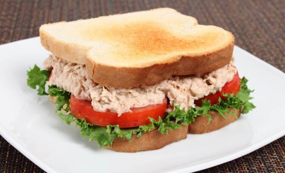 Come preparare un delizioso panino al tonno